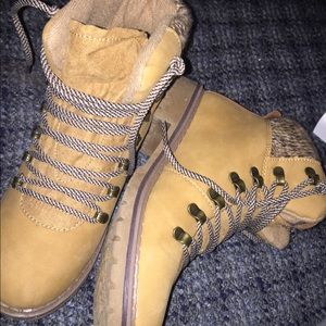 Women's Boots Size 8